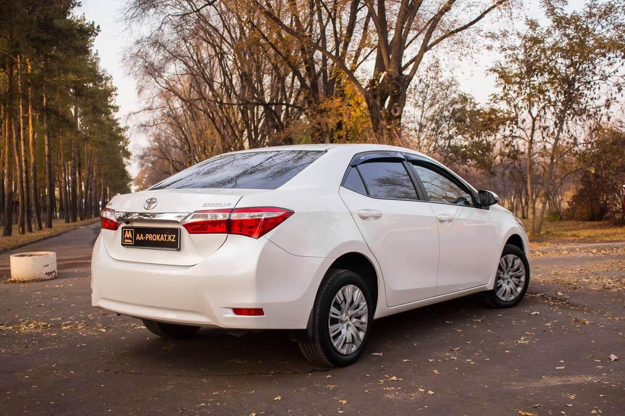 Toyota Corolla 2015 фото сзади